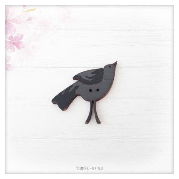 botón de madera cuervo